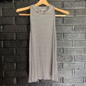 alya black and white striped tank top size small